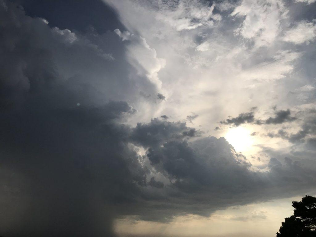 Nuvens pesadas, retração da economia